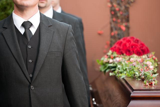 男性が法事に着用するネクタイの種類!マナーや結び方など徹底解説のサムネイル画像