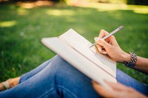 専用のノートへ手書きするのサムネイル画像
